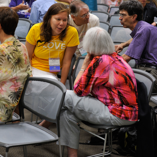 Attendees having conversation at a GA 2012 workshop. Photo by Nancy Pierce.