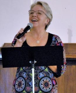 Dr. Melanie Davis sings while guest speaking at The UU Congregation at Montclair, NJ