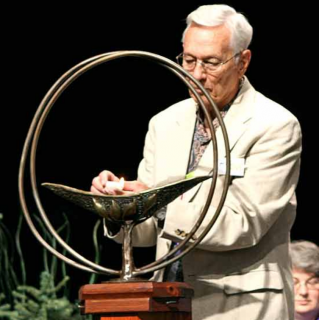 Rev. Raymond George Manker lighting the chalice at the 2009 GA Service of the Living Tradition