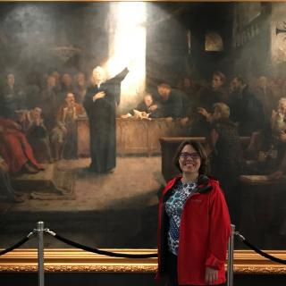 (Rev. Susan Frederick-Gray visiting the Torda Museum to view the restored painting The Diet of Torda by Aladár Körösfői-Kriesch, 1895)