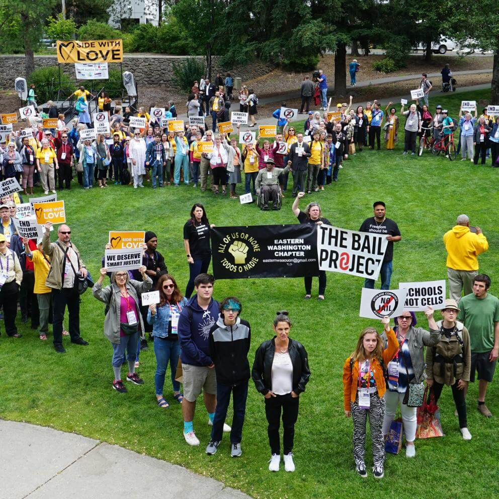 At the end of a June 21 public witness rally during the UUA General Assembly in Spokane, Washington, UUs and local activists form a heart in the park where hundreds called for criminal justice reforms.